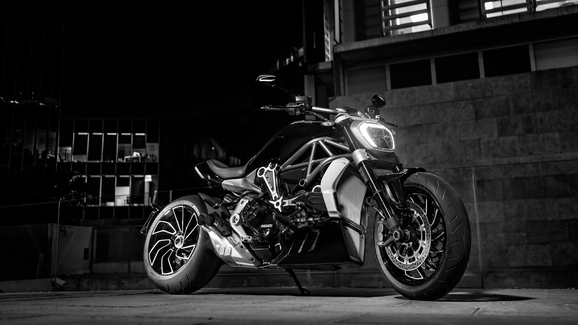 XDiavel-S-MY18-Dark-17-Slider-gallery-1920x1080